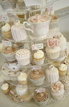 We have been seeing pretty and yummy cupcakes during weddings, scattered on dessert table or even hanging on trees during outdoor receptions so we collected some of our favourites from … Cotton And Crumbs, Buffet Dessert, Dessert Stand, Cupcakes Decorados, Afternoon Tea Parties, Afternoon Tea Ideas Creative, Afternoon Tea Baby Shower Ideas, Afternoon Tea Wedding Reception, High Tea Wedding