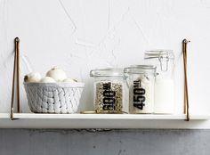 Offene Regale lockern geschlossene Küchenfronten auf. Vorausgesetzt, Sie halten Ordnung und Kleinkram verschwindet in Gläsern,…