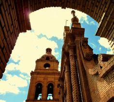 Kathedrale Santa Cruz in La Paz. La Paz ist nicht nur Boliviens Regierungssitz, sondern lockt gleichzeitig mit vielen einzigartigen Museen, Galerien und Naturspektakeln. © Bernhard Vogt