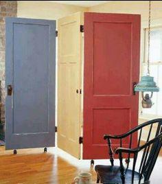 Biombo hecho con puertas