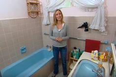 Une salle de bain KITSCH s'offre un MAKEOVER EXTRÊME avec un peu de peinture et quelques items du marché aux puces