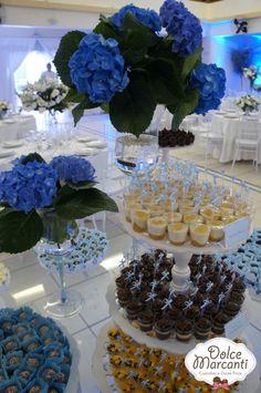 Apresentei aqui  no blog o bolo decorado para o Casamento da Cândida e do André. Agora, trago algumas fotos das mesas de doces desse lindo ...