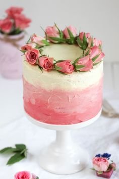 I like this idea of pink colour transaction. Pink ombré cake with fresh flowers