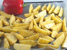 Salata de cartofi si ardei copti cu branza marinata - Coacem cartofii si ardeii