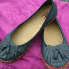 Sorel rubber shoes Handcrafted natural Sorel rubber shoes in navy blue slip on like new. SOREL Shoes Flats & Loafers