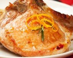 Côtes de porc moelleuses à la moutarde : http://www.cuisineaz.com/recettes/cotes-de-porc-moelleuses-a-la-moutarde-13596.aspx
