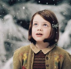 Georgie Henley as Lucy Pevensie in The Chronicals of Narnia 2503492 Lucy Pevensie, Georgie Henley, Photomontage, Narnia Lucy, Aslan Narnia, Corps Idéal, Lucy Costume, Film X, The Valiant