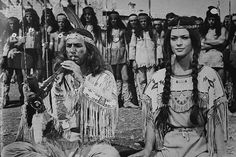 Вождь апачей Инчу-Чуна и Ншо-Чи (кадр из фильма «Виннету – сын Инчу-Чуна»)