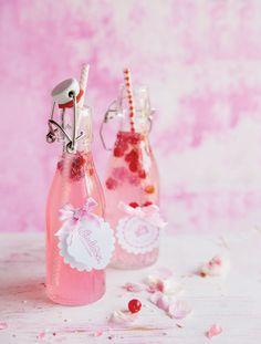 Oranżada rabarbarowa. Przepis: http://www.weranda.pl/styl-zycia-new/oranzada-rabarbarowa #oranżada #soda  #woda #napój #róż #kolory #pink #oranzada #słomka #party #50s #60s #fifties #sixties #vintage #summer #inspirations #parties #birthday