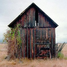 there are alot of these (old tabacco barns) down south...