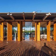 Casa em Orlândia, São Paulo. Projeto por SPBR Arquitetos. #arquitetura #arte #art #artlover #design #architecturelover #instagood #instacool #instadesign #instadaily #projetocompartilhar #shareproject #davidguerra #arquiteturadavidguerra #arquiteturaedesign #instabestu #decor #architect #criative #interiores #estilos #combinações #orlandia #saopaulo #spbrarquitetos