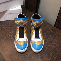 Versace Mens Shoes, Versace Sneakers, Sneakers Fashion, New Shoes, Men's Shoes, Shoes Sneakers, Marley Twist Hairstyles, Best Shoes For Men, Luxury Clothing