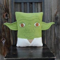 Yoda star wars pillow cushion gift por telahmarie en Etsy
