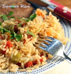 This Spanish rice with onion, garlic and bell peppers sounds like the perfectly seasoned Spanish rice to me! {The Perfect Pantry} Healthy Eating Recipes, Nutritious Meals, Cooking Recipes, Rice Recipes For Dinner, Mexican Food Recipes, Ethnic Recipes, Rice Dishes, Vegan Dishes, Spanish Rice