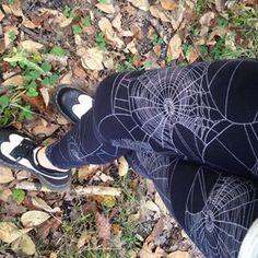 Lularoe Halloween Spiderweb leggings Lula Roe Outfits, Mom Outfits, Cute Outfits, Halloween Leggings, Halloween Outfits, Halloween Clothes, Lula Leggings, Print Leggings