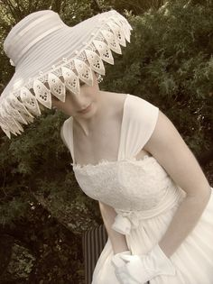The Art Nouveau Picture Hat by Amy-Jo Tatum.I want this hat! High Tea Hats, Imagine Pictures, High Tea Wedding, Feminine Style, Feminine Fashion, Yes To The Dress, Black And White Colour, Wedding Images, Chic