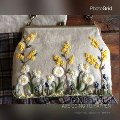 野の花手刺繍がま口ショルダーバッグ(ホワイトデージー)の画像1枚目