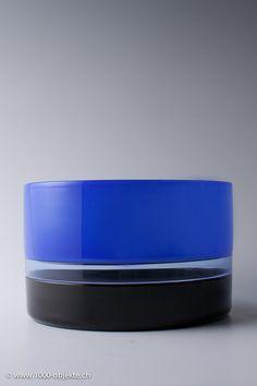"""TIMO SARPANEVA - Art glass vase """"Tuuli"""" (The Wind) for Venini 1991, Italy. - A Finnish designer. [h. 13 cm, diam. 23 cm]"""