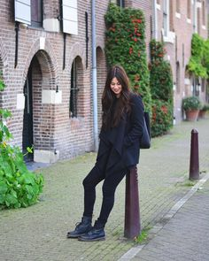 Dr. Martens classy zwarte look Dr. Martens, Dr Martens Boots, Winter Outfits, Casual Outfits, Cute Outfits, Punk Fashion, Girl Fashion, Dr Martens Outfit, Autumn Winter Fashion