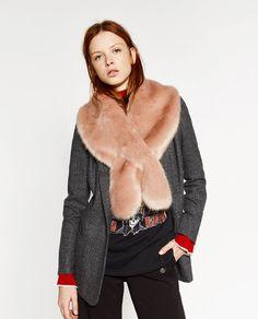 Image 1 de PETITE ÉTOLE EN FAUSSE FOURRURE de Zara