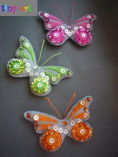 Felt Christmas Ornaments, Handmade Christmas, Felt Flowers, Fabric Flowers, Felt Crafts, Diy And Crafts, Felt Fish, Felt Bookmark, Butterfly Crafts