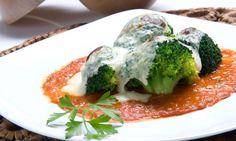 Receta de Brócoli con bechamel de queso y Salsa de tomate. Karlos Arguiñano. Vídeo 3 min. (www.hogarutil.com)