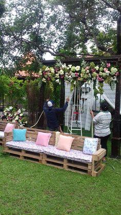 Pernikahan rustic outdoor di kota sukabumi img7579 persiapan pergola pelaminan rustic vintage rustic wedding decorationswedding junglespirit Gallery