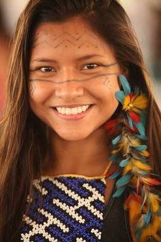 Apoena, so beautiful ! Beautiful Smile, Beautiful Children, Beautiful World, Native American Girls, Native American Beauty, Pretty People, Beautiful People, Native Indian, People Around The World