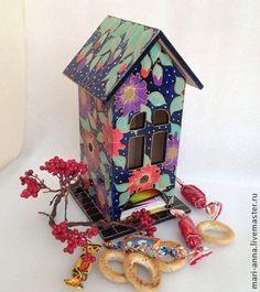 Чайный домик `Тропическая ночь`. Чайный домик расписан витражными красками в витражной же технике. Роспись лаковая и обьемная. Золотой контур, перламутровые 'светлячки'  Внутри чистое дерево.