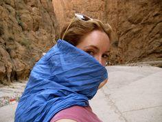 Explorando las gargantas del Todra en Marruecos @carlamasqueyoga