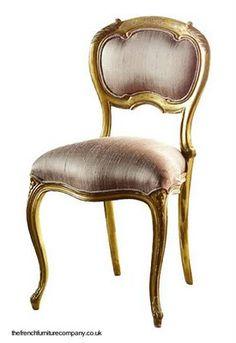 Silla francesa dorada a la hoja y tapizada con seda