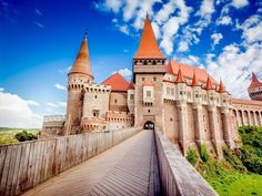 Majestic and memorable, Corvin Castle is considered to be one of the largest castles in Eastern Europe   Top 10 Must-see Castles and Palaces in Romania