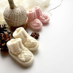 Les p'tites pattes du Noël shabby chic des Copinettes Baby Shoes, Slippers, Kids, Shabby Chic Christmas, Knits, Young Children, Sneakers, Children, Baby Boy Shoes