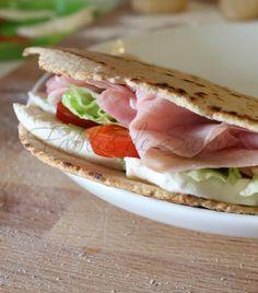 Piadine integrali con pasta madre Quesadillas, Pasta, Sandwiches, Tacos, Estate, Panini, Ethnic Recipes, Food, Winter Time