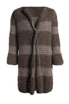 Wrap in this lovely soft and warm coat. The different textures add an energetic twist to the coat making it perfect for everyday use and a casual de lux look.  Composition: 50% alpaca, 50% wool