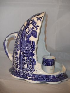 Blue Willow China, Blue And White China, Blue China, Love Blue, Red White Blue, Cobalt Blue, Blue Dishes, White Dishes, Willow Pattern