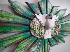Modelo 50 x 25 pintura madeira de demolição. Madeira eucalipto rosa, flores de fuxico. Link da loja virtual: http://www.elo7.com.br/retalhodechita
