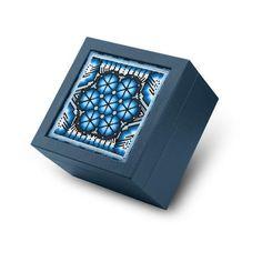 Caja de té 4 divisiones con arte huichol. Elige increíbles cajas con artesanías mexicanas  #tea #teabox #cajadete #artesaniasmexicanas #artesanosmexicanos #horadelté #teatime #artehuichol #huichol #huicholart #diseñomexicano #leathergoods #leathercraft #leatherwork
