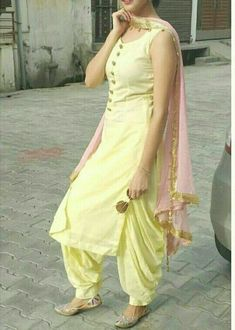 Shop salwar suits online for ladies from BIBA, W & more. Explore a range of anarkali, punjabi suits for party or for work. Patiala Suit Designs, Kurta Designs Women, Salwar Designs, Kurti Designs Party Wear, Designer Punjabi Suits, Indian Designer Wear, Punjabi Fashion, Indian Fashion, Punjabi Dress