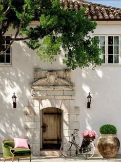 French Farmhouse style stucco exterior and tile roof is the guest house in Houston of Annette Schatte. Breathtaking architecture and setting! French Country Farmhouse, French Country Style, French Country Decorating, Farmhouse Design, Farmhouse Style, French Cottage, Farmhouse Interior, White Exterior Paint, White Exterior Houses