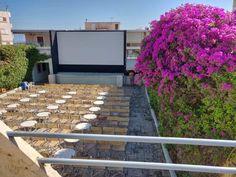 Το θερινό σινεμά ΛΑΪΣ στην παραλία Βραχατίου ήρθε για να μας φτιάξει τα βράδια - KLife Outdoor Cinema, Athens, Stepping Stones, Patio, Outdoor Decor, Summer, Home Decor, Stair Risers, Summer Time