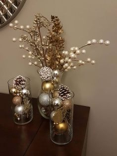 Cheap Christmas Home Decoration - Weihnachten - Decoração Ideias Gold Christmas Decorations, Tree Decorations, Christmas Centerpieces For Table, Christmas Decorations Apartment Small Spaces, Centerpiece Ideas, Christmas Tree Ideas For Small Spaces, New Years Eve Party Ideas Decorations, Christmas Vases, Apartment Christmas