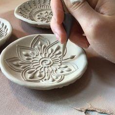 🌤 ...#icantthinkofacaption #hennapottery #sliptrailedpottery #artisansofcrawfordbay #kootenayartist #zenithhennaart Ceramic Clay, Ceramic Pottery, Pottery Art, Blue Pottery, Pottery Painting Designs, Pottery Designs, Talavera Pottery, Homemade Art, Pottery Techniques