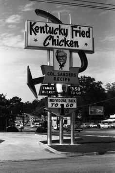Kentucky Fried Chicken sign in Tallahassee. Vintage Advertisements, Vintage Ads, Vintage Photos, Vintage Food, Kfc, Chicken Signs, Photos Originales, Kentucky Fried, Vintage Restaurant