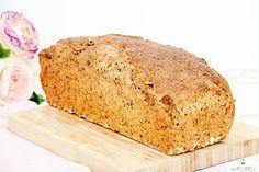 Hier findest du ein Rezept von selbstgebackenem Dinkel-Buttermilch-Brot. Super lecker und geschmackvoll. Vollkornbrote sind gesund und leicht zu backen.