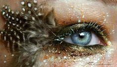 女性にとって顔の印象を決める大切なアイメイク。しかし、世の中には化粧の域を超えた息をのむほど美しい芸術作品のようなアイメイクアートが…
