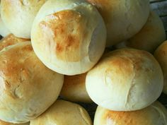 Verdens Bedste Boller, recipes for rolls in Danish Norwegian Food, Danish Food, Bread Bun, Eat Smart, Fodmap, Tasty Dishes, Food Inspiration, Love Food, Meringue