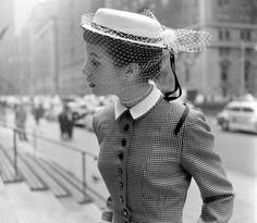 Women should dress like this still.