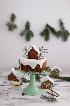 Oh! I love this cute little winter cake! Oh! I love this cute little winter cake! The post Oh! I love this cute little winter cake! appeared first on Belle Ouellette. Christmas Sweets, Christmas Gingerbread, Noel Christmas, Christmas Baking, All Things Christmas, Winter Christmas, Christmas Cookies, Christmas Decorations, Gingerbread Cake