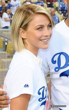 Julianne at the Dodgers Game New Haircuts, Short Bob Hairstyles, Ponytail Hairstyles, Cool Hairstyles, Blonde Hairstyles, Medium Hair Styles, Short Hair Styles, Blonde Hair Inspiration, Perfect Blonde